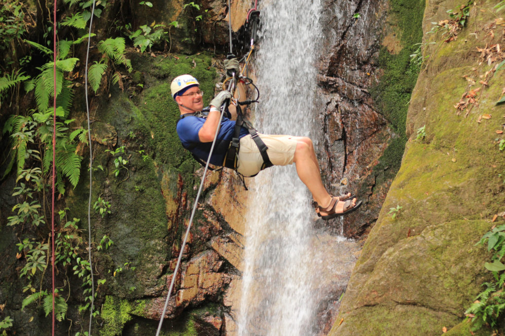 Free fall rappelling